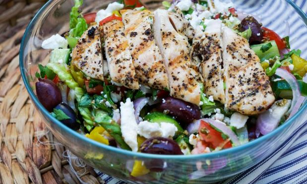 Low Carb Grilled Chicken Greek Salad