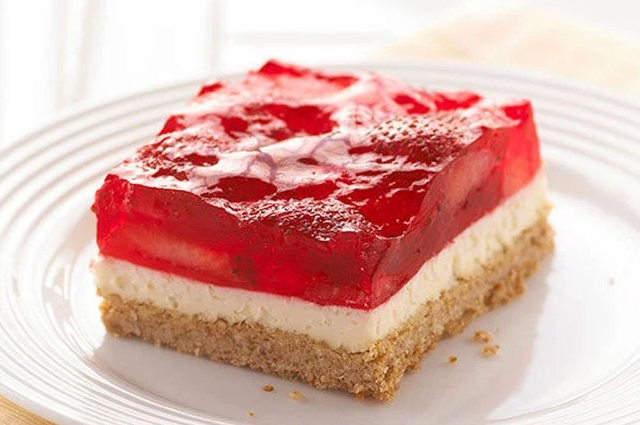 STRAWBERRY PRETZEL SALAD SQUARES