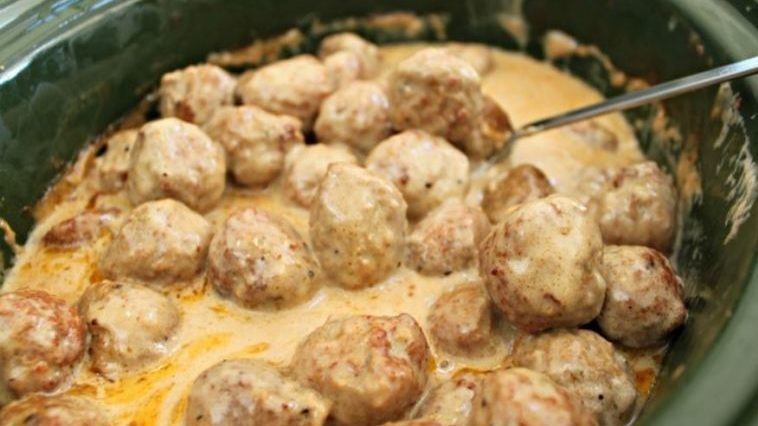 SUPER SIMPLE CROCK-POT SWEDISH MEATBALLS