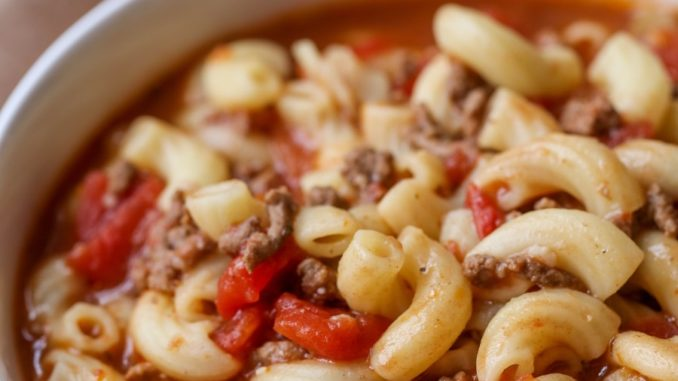SLOW COOKER BEEF AND TOMATO MACARONI SOUP