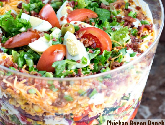 This CHICKEN BACON RANCH LAYER SALAD looks amazing!!