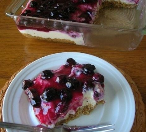 FRESH BLUEBERRY CHEESECAKE WITH HOMEMADE CRUST